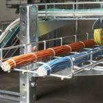 Прокладка кабеля в лотках